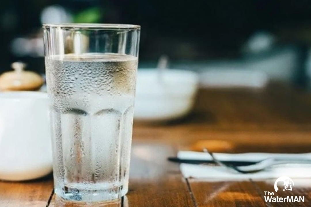Rất nhiều người đang duy trì thói quen đợi khát mới uống nước