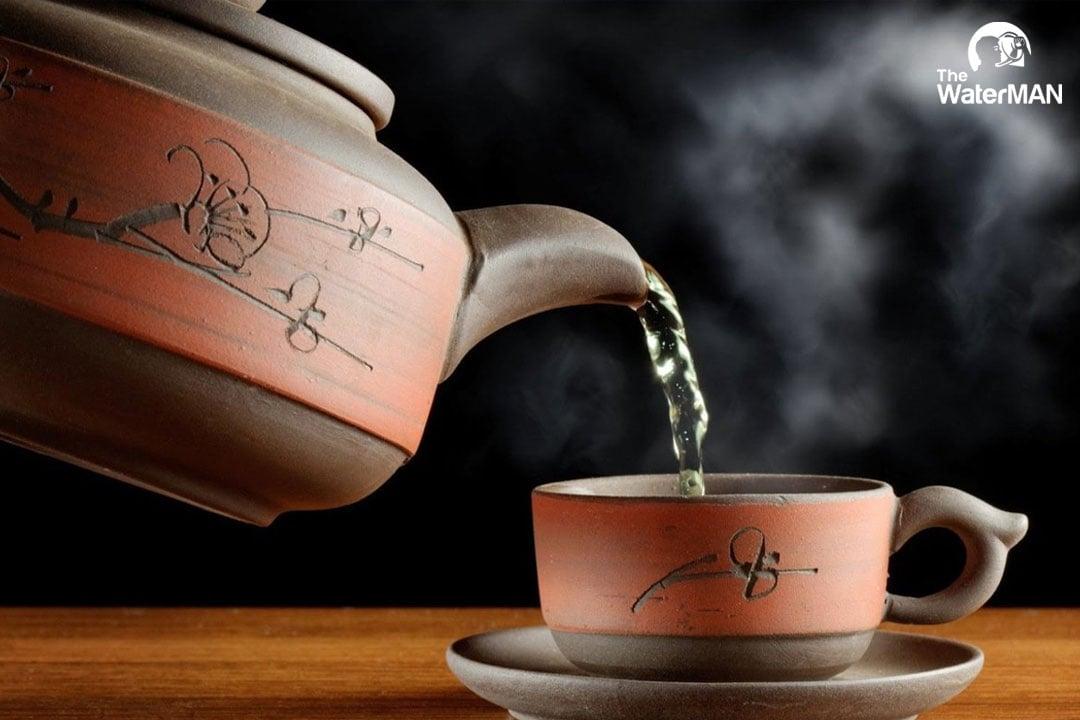 Trang tra là thao tác làm sạch cuối cùng, nó cũng giúp trà chín đều và thơm ngon hơn