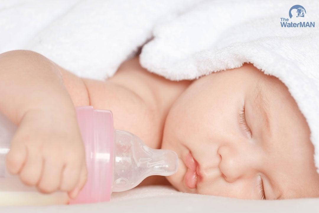 Trẻ dễ bị nhiễm độc nước