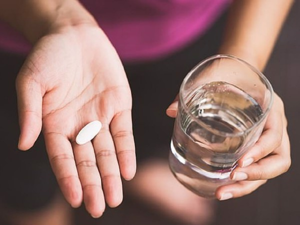 Lượng nước cần thiết để uống thuốc tùy thuộc theo từng loại thuốc và bệnh lý khác nhau