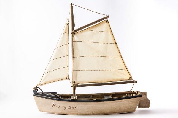 Mô hình thuyền buồm làm quà tặng cho đồng nghiệp