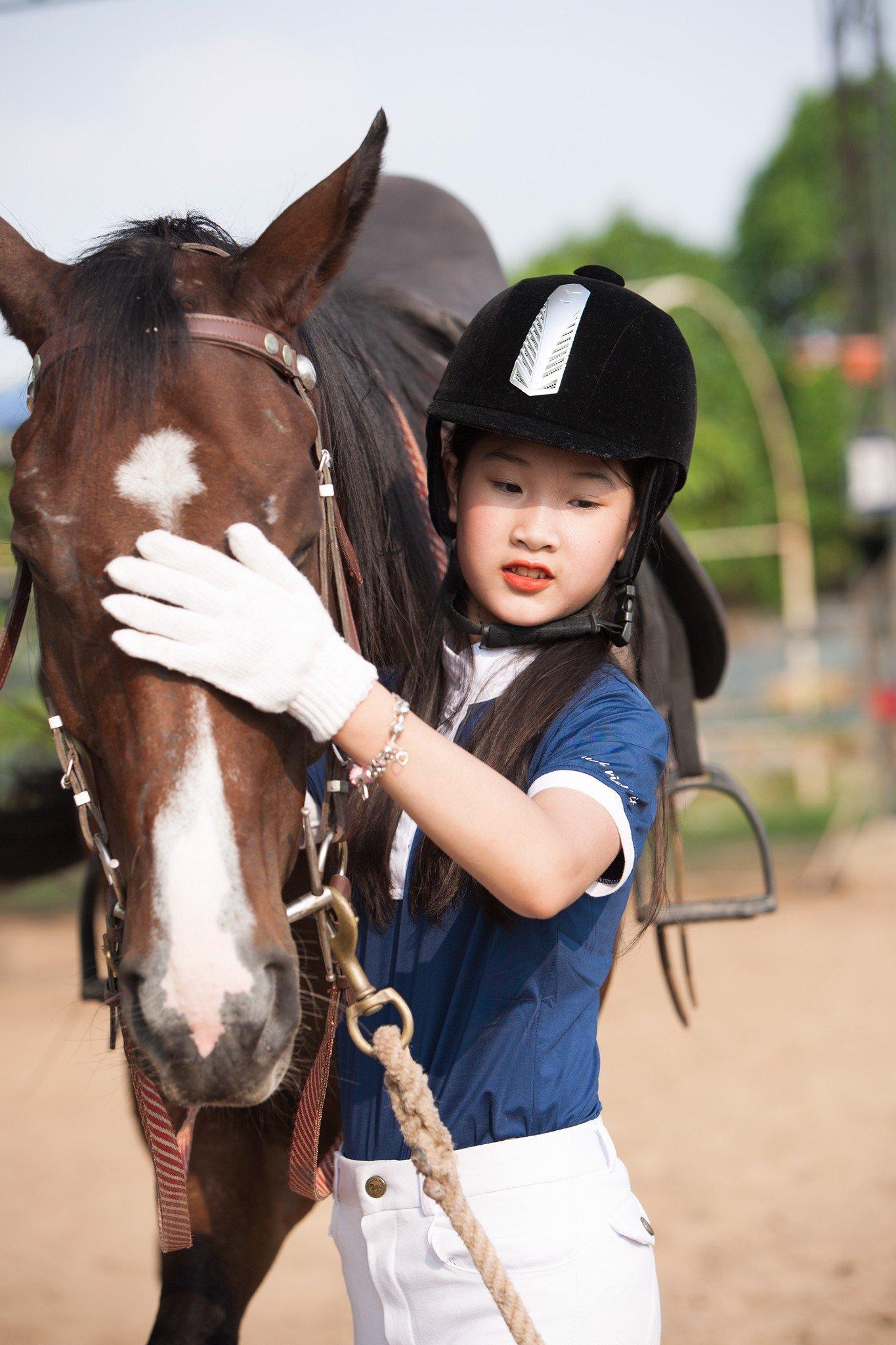 Cưỡi ngựa phong cách Anh - quý tộc.