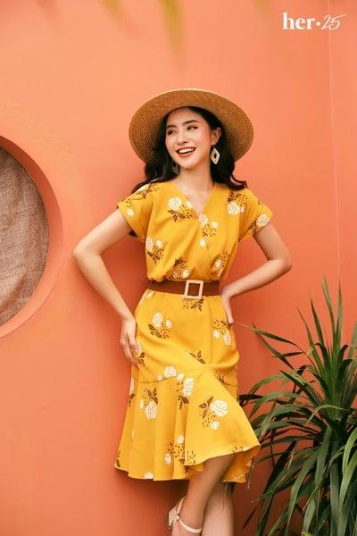 thời trang mùa hè váy vàng hoa nhí