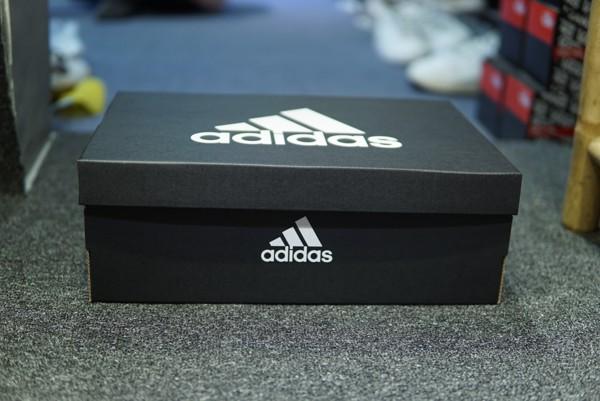 hộp giày đá bóng adidas predator 18.1 AG