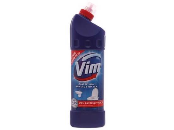 cách tẩy trắng sàn nhà vệ sinh bằng VIM con vịt