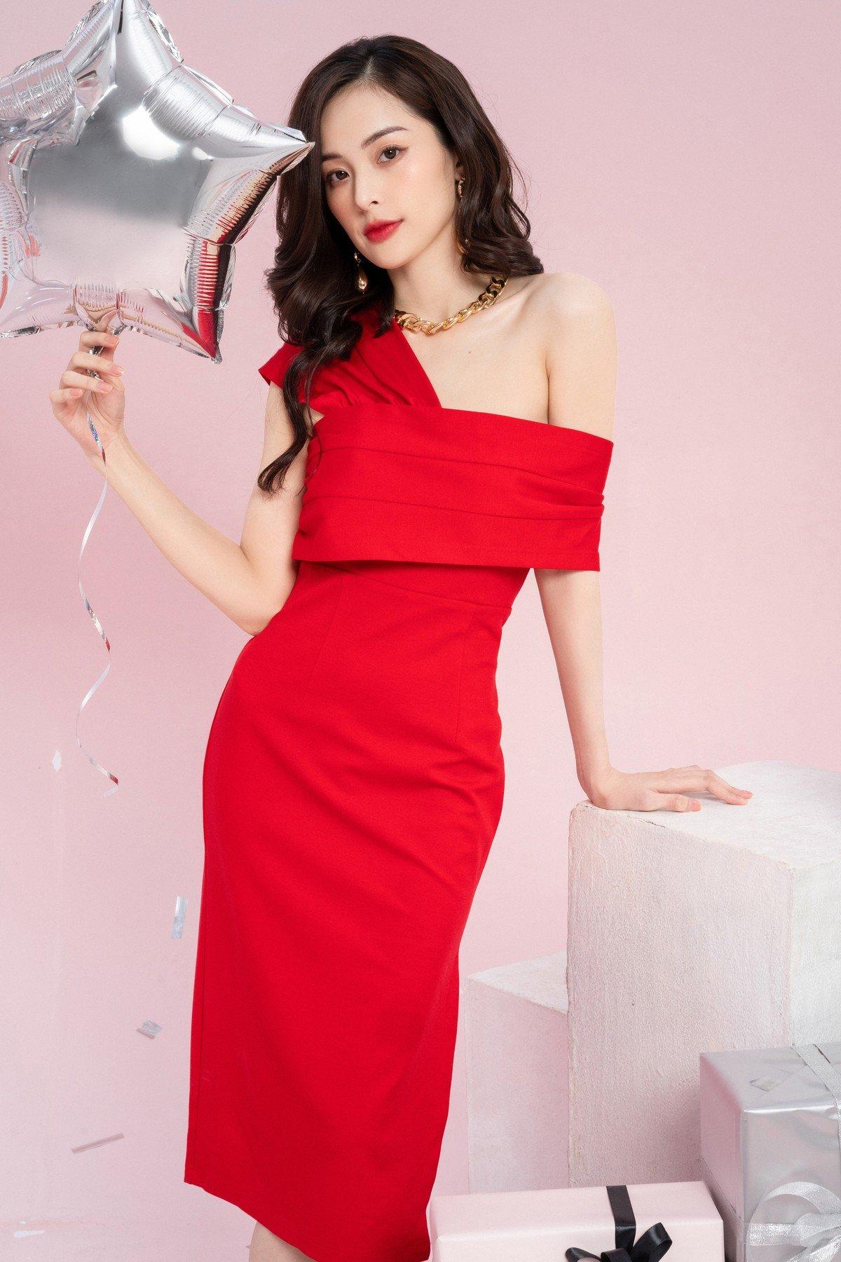 Hạ Vi rạng rỡ với loạt váy đi tiệc khoe vai trần