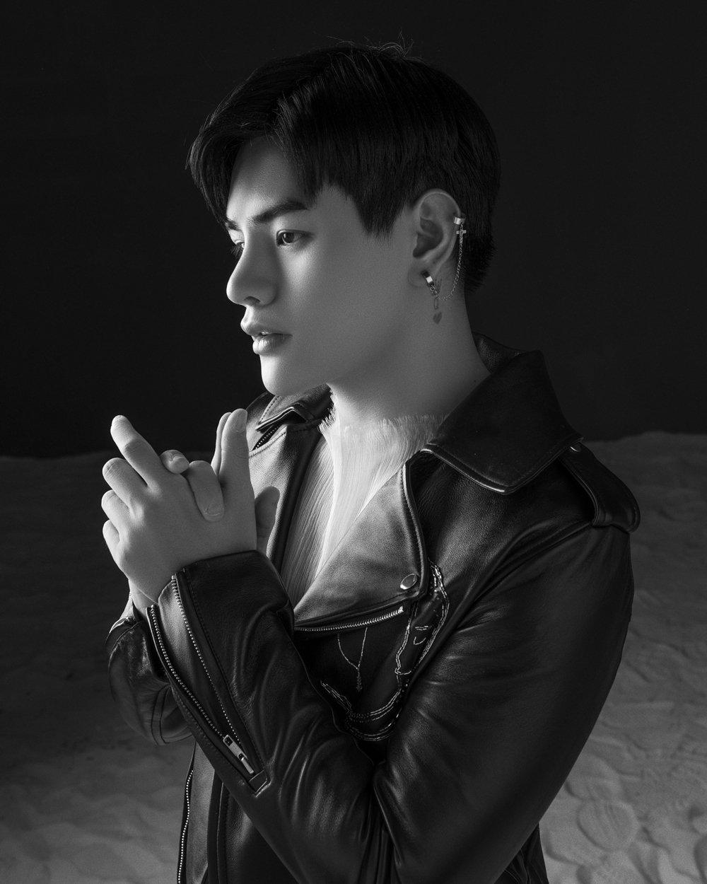Ca sĩ Tino diện style Hàn Quốc
