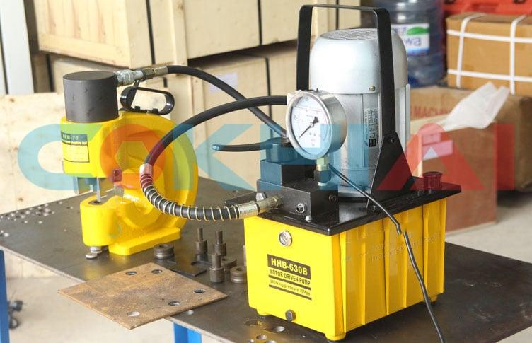 Bơm thủy lực 1 Phase HHB-630B sử dụng đầu đột HHM-60