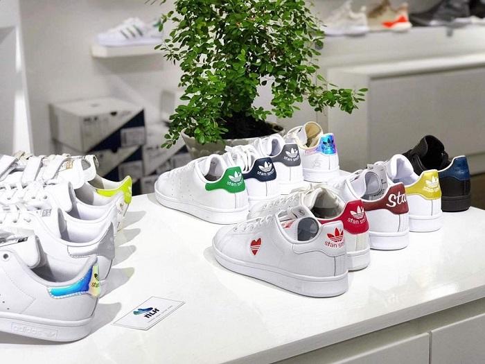 Một góc xinh xắn cùng những đôi giày sneaker thể thao đẹp nhất hiện nay tại NLH Sneaker.