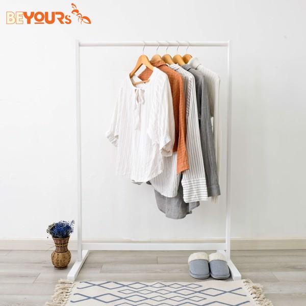 Giá treo có thiết kế đơn giản, gọn nhẹ, tiết kiệm diện tích cho căn phòng của bạn!