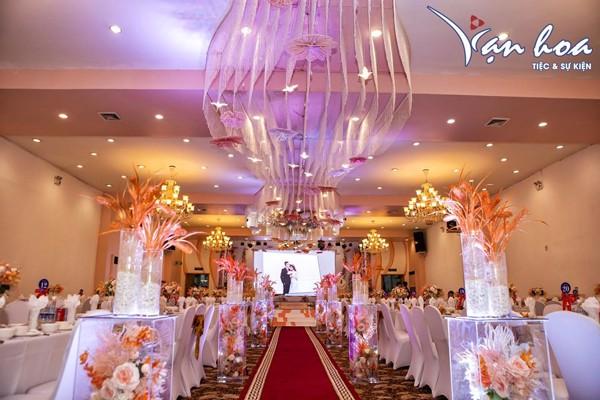 Tiệc cưới Vạn Hoa