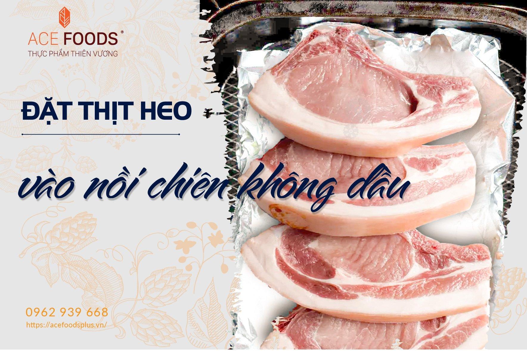 Bọc thịt heo trong giấy bạc, hở phần da heo để miếng thịt giữ được nước