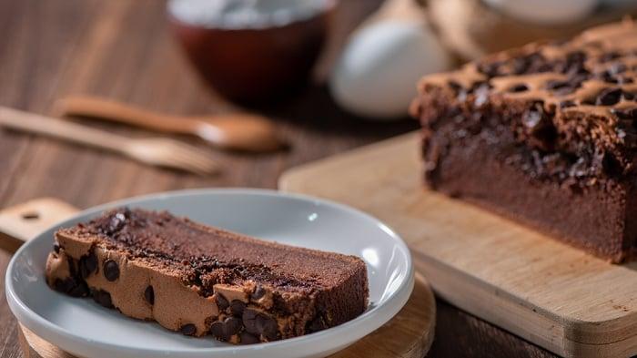 Cách làm bánh bông lan socola cực đơn giản (chocolate sponge cake)