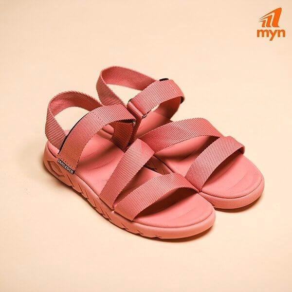 Phối màu của dép sandal nữ đi học