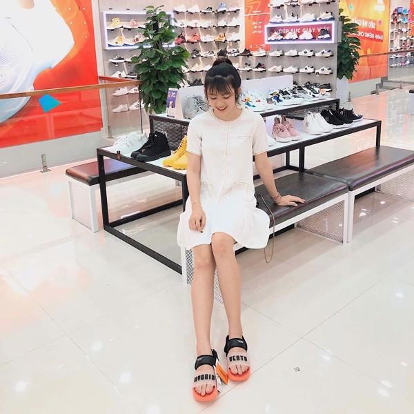 Sandal đế bánh mì phối váy trắng