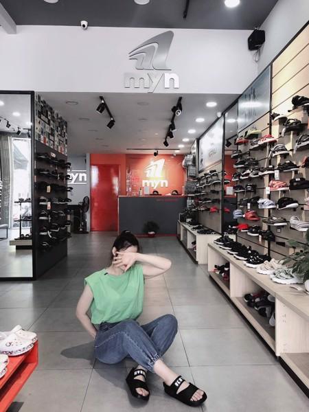 Giày sandal nữ cá tính không quá khó để phối đồ