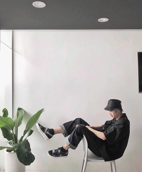 phong cách Unisex với giày sandal