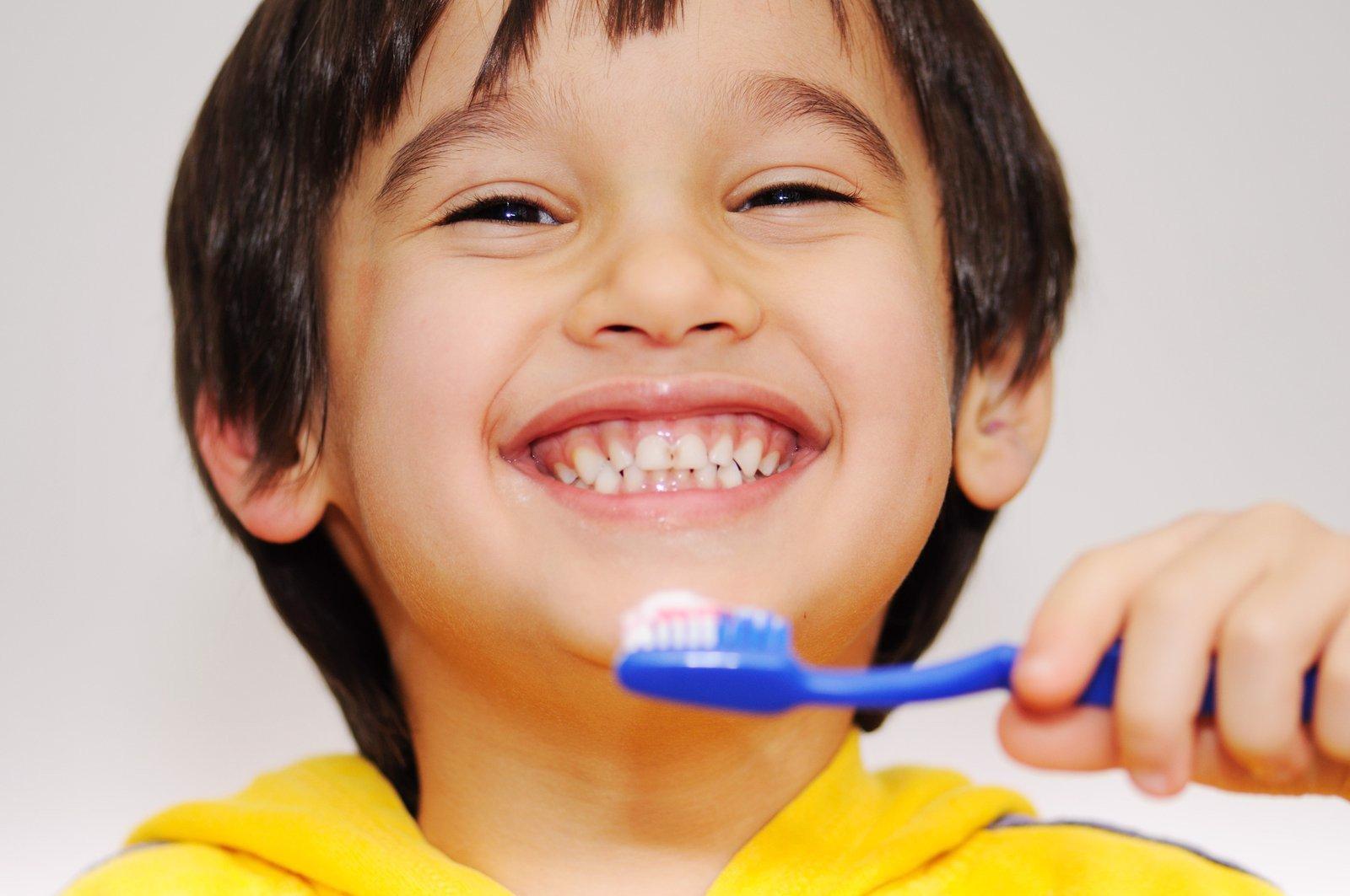 bàn chải đánh răng thông thường