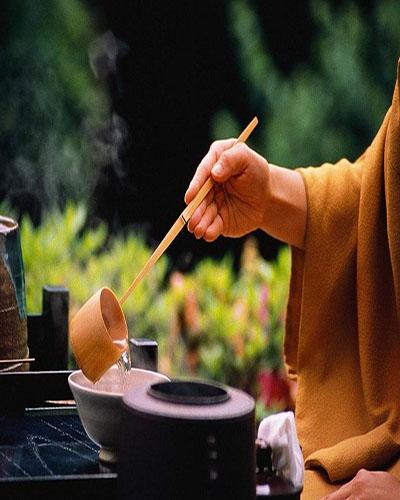 Cách tìm thấy bình yên và giảm căng thẳng trong 1 tách trà mỗi ngày