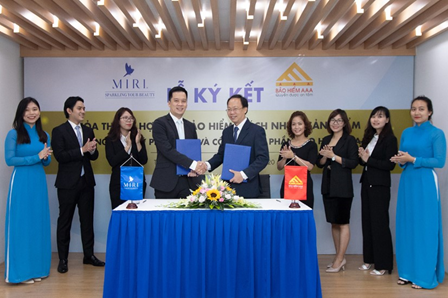 The signing ceremony of cooperation between AAA Assurance Corporation and the cosmetic brand MIRI