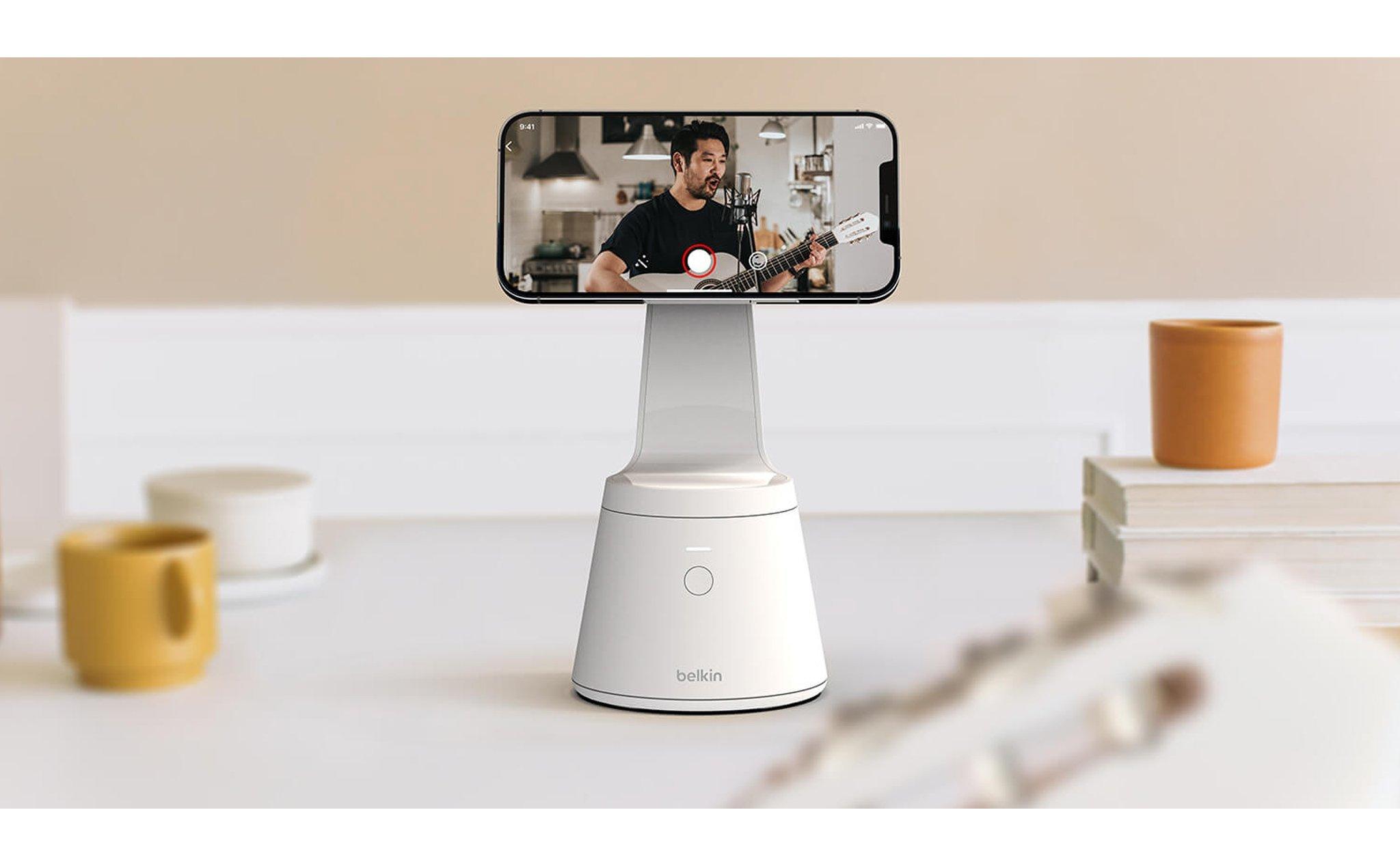 Magnetic Phone Mount with Face Tracking: Xoay 360 độ, giữ điện thoại bằng nam châm, giá bán 65 đô