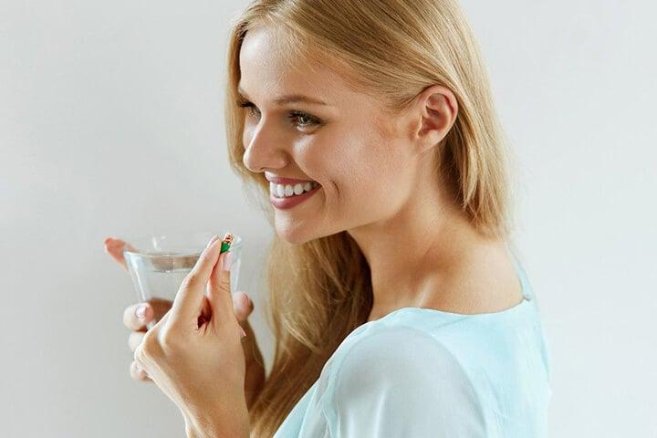 Viên uống trắng da là gì có tác dụng chống lão hóa, giúp da sáng mịn đều màu